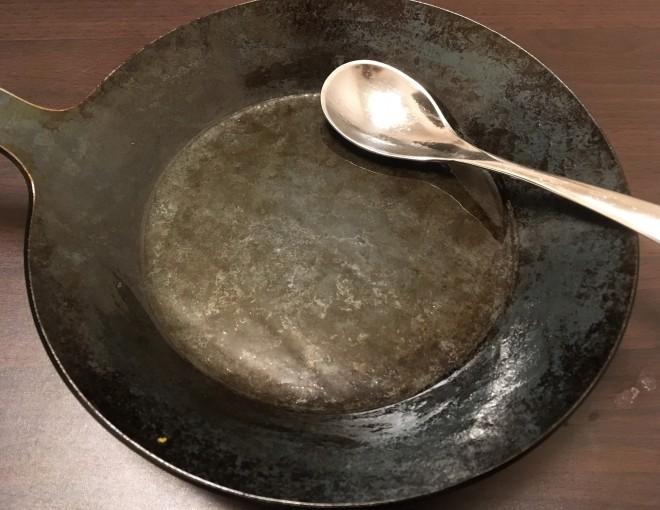 ターククラシックフライパンとスプーン