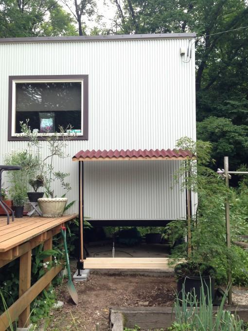 ファイヤーサイドの薪棚に屋根を作る