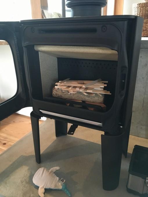 トップダウン着火方式の薪の並べ方