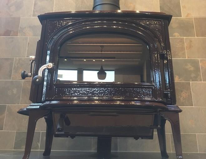 ヨツールF500BRMブラウンマジョリカエナメルの薪ストーブを設置した例
