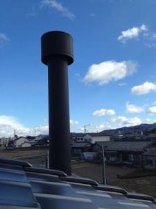 煙突 工事 設置 薪ストーブ 屋根 瓦 軒 かわし
