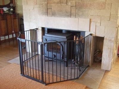 古い暖炉に薪ストーブ設置しました。
