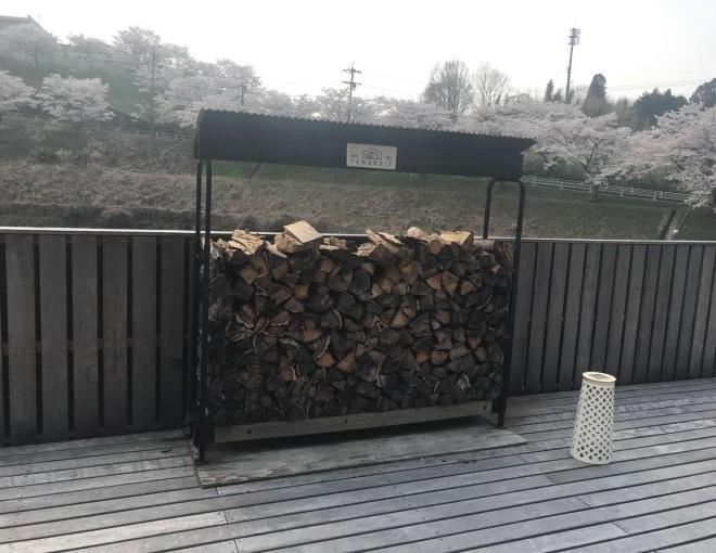 ウッドデッキと薪棚