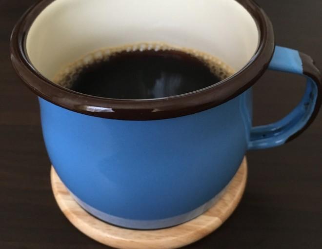 青色のエマリアのコーヒーカップ