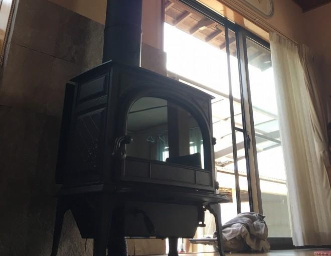 曲げた煙突には物語がある。ヨツールF400SE火入れです。