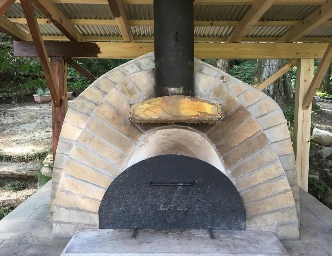 森の中のピザ窯